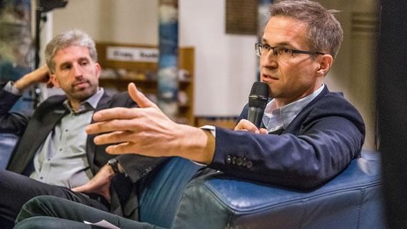 Gerald Knaus (ESI) speaking on migration policy with Boris Palmer, Mayor of Tübingen. Photo: KEB Göppingen