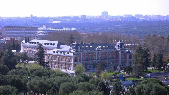 Moncloa Palace, Madrid: Wikimedia Creative Commons / Flizzz