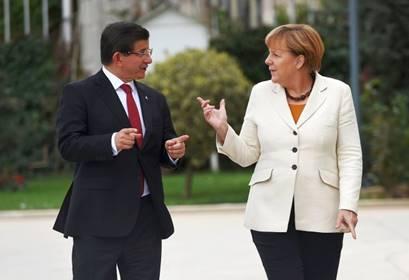Ahmet Davutoğlu ve Angela Merkel